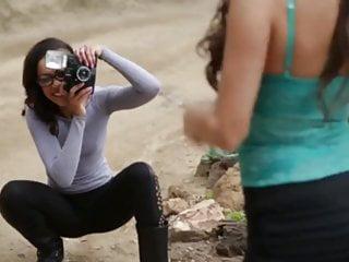 Das shooting – Die Model Agentin bringt das Model zum Schwitzen – Lesbensex beim Fotoshooting
